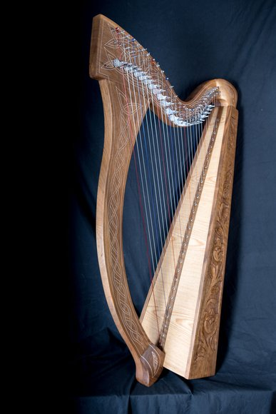 Keltische Harfe Minstrel aus Walnuß