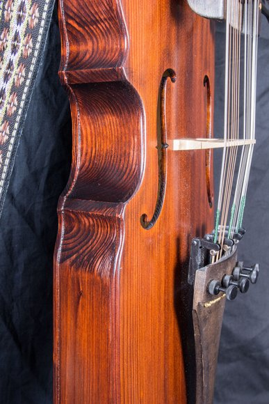 Nyckelharpa - the swedish key fiddle